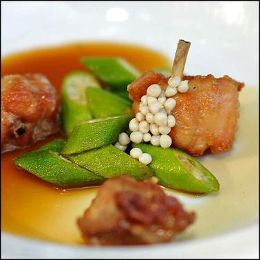 Versão do frango com quiabo do restaurante Trindade-BH Foto: