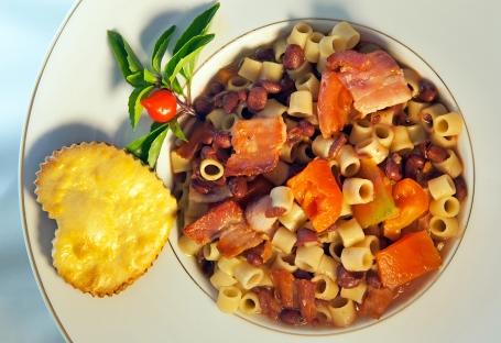 Pasta e fagioli - sopa tradiocional italiana com massa e feijão  Foto: Jô Moreira